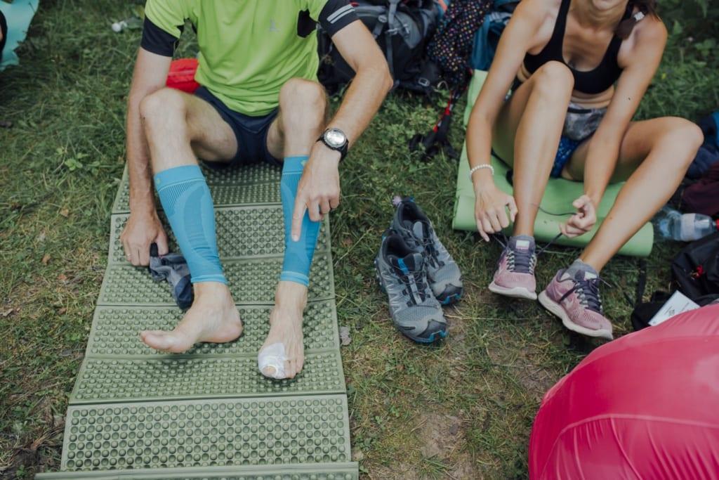 Vieglie pārgājienu apavi lielas slodzes apstākļos var būt traumatiski