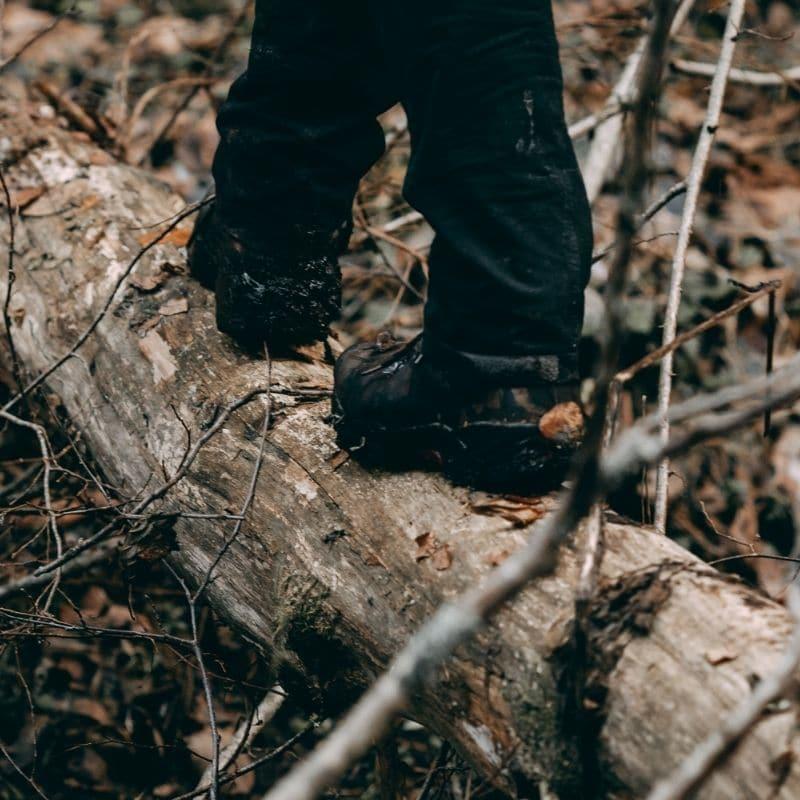 Ar vieglajiem pārgājienu apaviem šādā apvidū būtu ļoti liels traumatisma risks.